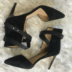 "Black ""Lauren"" closed toe heels"